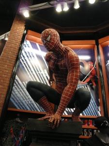 na loja de souvenirs do simulador 3D do Homem Aranha